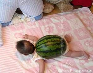 bayi manusia mirip kura kura