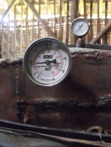 termometer pada steamer baglog jamur